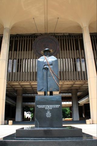ハワイ州政庁舎 ダミアン神父像